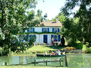 files/cledeschamps/images/activites/Marais-Poitevin.jpg